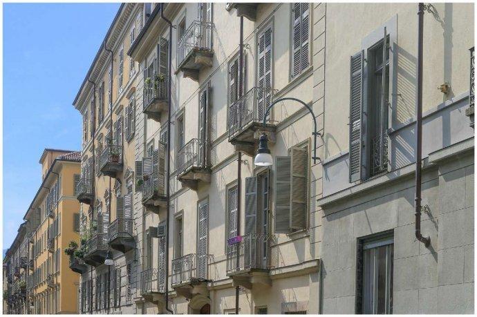 Foto 18 di Bilocale via Maria Vittoria  46, Torino (zona Centro)