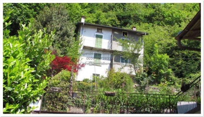 Foto 1 di Villa contrada San Mauro, frazione Trarego, Trarego Viggiona