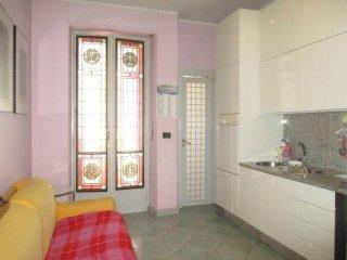Foto 1 di Bilocale via Genova 70, Torino (zona Valentino, Italia 61, Nizza Millefonti)