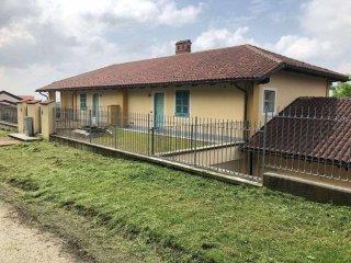 Foto 1 di Villa Località Valmanera, Asti