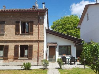 Foto 1 di Rustico / Casale Borgo Giardino, Castelnuovo Belbo