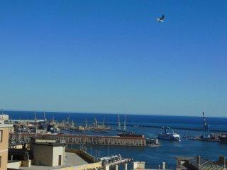 Foto 1 di Quadrilocale salita San Francesco da Paola, Genova (zona Oregina-Granarolo, Di Negro)