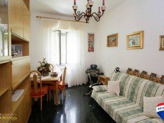 Foto 1 di Trilocale via Bari 35A, Genova (zona Oregina-Granarolo, Di Negro)