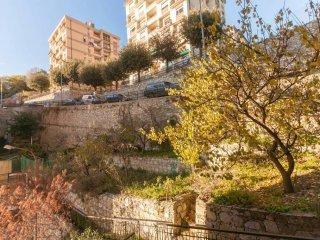 Foto 1 di Bilocale via Papa Giovanni XXIII 62, Genova (zona S.Fruttuoso-Borgoratti-S.Martino)