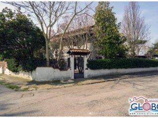 Foto 1 di Villetta a schiera viale Germania 117, frazione Lido Delle Nazioni, Comacchio