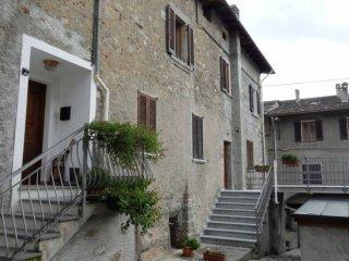 Foto 1 di Trilocale via Ghibellini 5, Sondrio