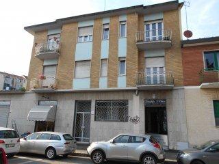 Foto 1 di Bilocale via VALENTINO CARRERA  104, Torino (zona Parella, Pozzo Strada)
