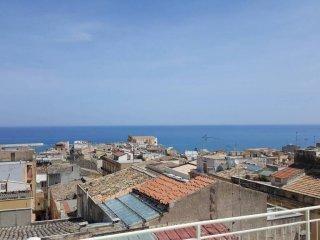 Foto 1 di Appartamento corso Giuseppe Garibaldi, Castellammare Del Golfo