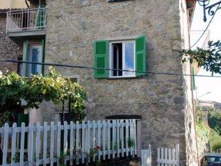 Foto 1 di Casa indipendente via Ponticello, Sesta Godano