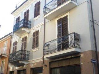Foto 1 di Bilocale piazza Trento e Trieste, Canale