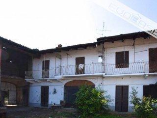 Foto 1 di Rustico / Casale Stradale Torre Pellice 118/120, Bricherasio
