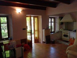 Foto 1 di Casa indipendente via La Pietra, frazione Piazzo, Lauriano