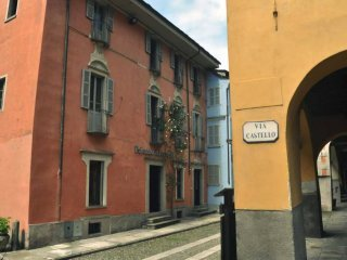 Foto 1 di Villa via castello, Vogogna
