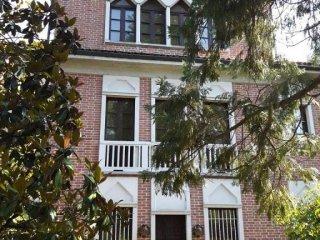 Foto 1 di Villa strada Stazione San Damiano 32, frazione San Carlo, Tigliole