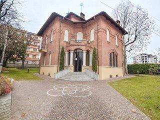Foto 1 di Villa via Camillo Alliaudi 41, Pinerolo