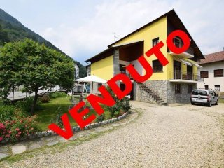 Foto 1 di Villa via Fratelli Genre, Pomaretto