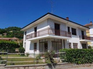 Foto 1 di Villa via Beppe Fenoglio 9, Santa Vittoria D'alba