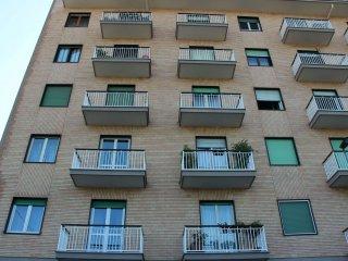 Foto 1 di Trilocale via Trofarello 17, Torino (zona Valentino, Italia 61, Nizza Millefonti)