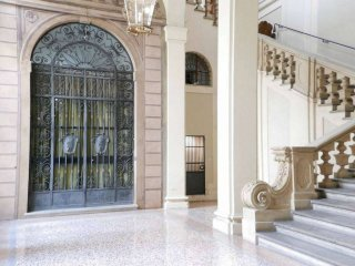 Foto 1 di Palazzo / Stabile via Santo Stefano, Bologna (zona Centro Storico)
