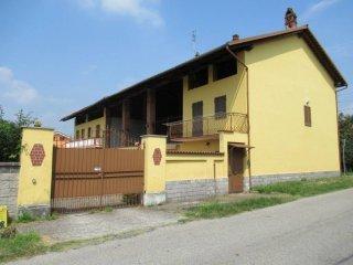 Foto 1 di Casa indipendente via BERCHETTO, 7, San Giusto Canavese