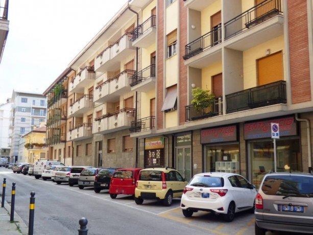 Cuneo, via Castellani, negozio/ufficio piano terra via Giacinto Castellani 12