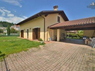 Foto 1 di Villa strada Pelizzina 38, Castellamonte