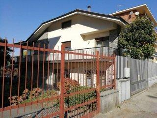 Foto 1 di Palazzo / Stabile strada Torino, Moncalieri