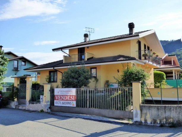 Vignolo, grande villa indipendente in centro via Mistral 5