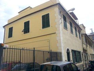 Foto 1 di Trilocale Via Canobbio, Genova (zona Sestri Ponente)