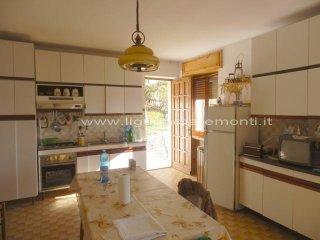 Foto 1 di Casa indipendente Roccaverano
