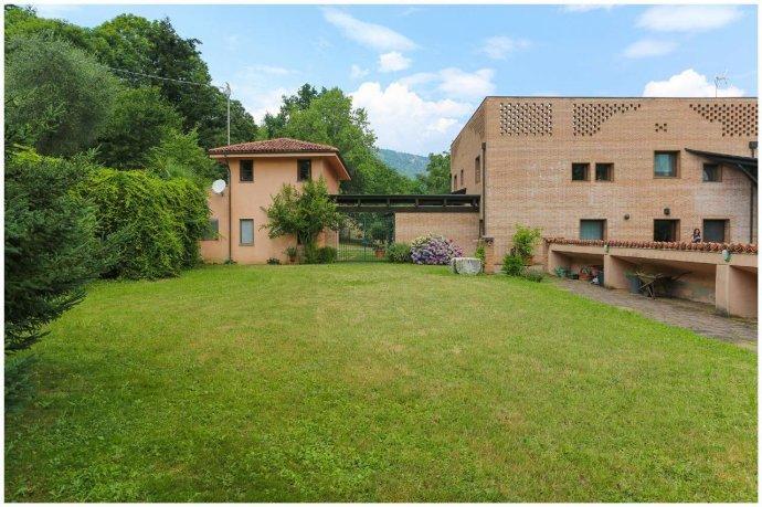 Foto 25 di Villa via Costagrande  180/a, Pinerolo