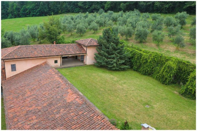 Foto 30 di Villa via Costagrande  180/a, Pinerolo