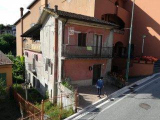 Foto 1 di Villa piazza Michele Addesa, Vallesaccarda