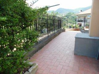 Foto 1 di Trilocale via Pinasco, frazione Torrazza, Sant'olcese