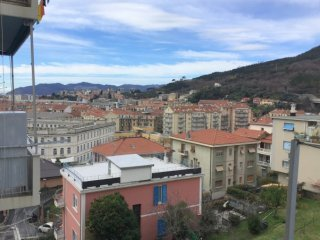 Foto 1 di Trilocale Zona Villapiana, Savona