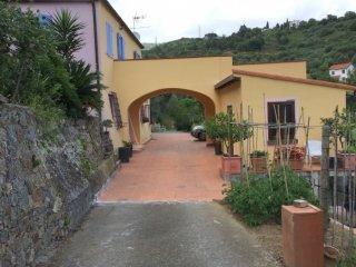 Foto 1 di Casa indipendente Zona Legino, Savona
