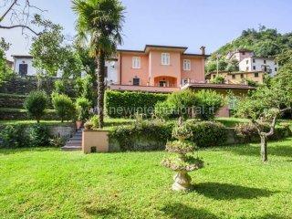 Foto 1 di Villa via Saponiera, frazione Capanne, Montignoso