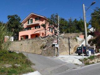 Foto 1 di Trilocale Località Praello, Testico