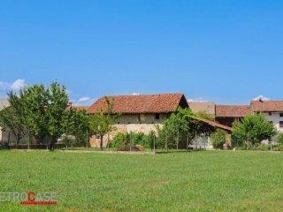 Foto 1 di Rustico / Casale via Giacomo Leopardi, frazione Favari, Poirino
