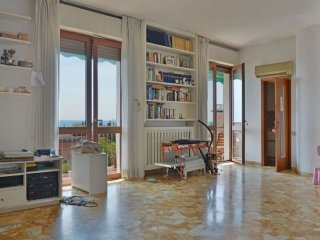 Foto 1 di Appartamento Zona Valloria, Savona