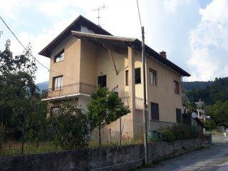 Foto 1 di Quadrilocale strada Cantoni Alpini 14, Roccabruna