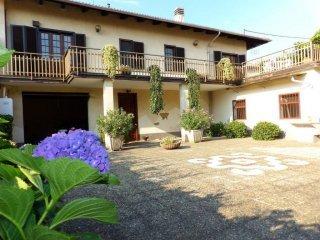 Foto 1 di Villa via Giuseppe Garibaldi 88, frazione Tonengo, Mazzè