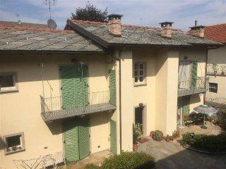 Foto 1 di Quadrilocale via plochiu, Cavour