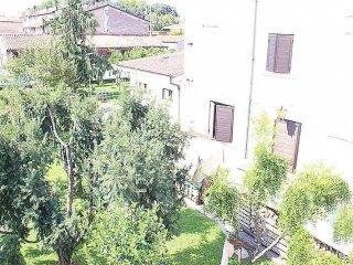 Foto 1 di Villa via Massimiliano Custoza, Roverbella