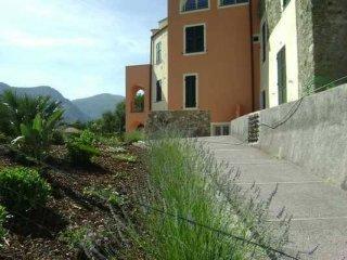 Foto 1 di Trilocale via Inomonte, 3, Calice Ligure