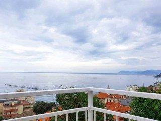 Foto 1 di Villa via Argonauti, 6, Varazze