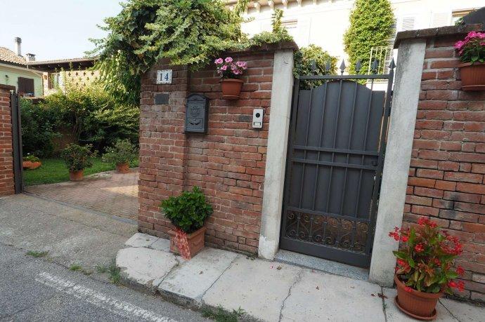 Foto 2 di Appartamento via Santa Maria 14, Ozzano Monferrato