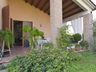 Foto 1 di Villa via Moletolo, Parma