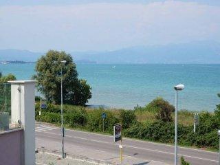 Foto 1 di Trilocale via Miralago, Peschiera Del Garda