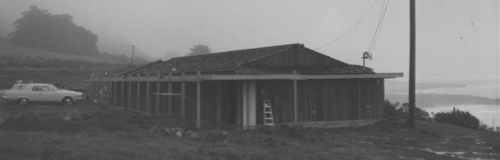old black and white photo of Ragged Point Inn